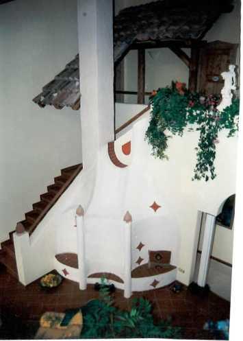 Speicherofen mit HBO-20-Tür in venezianischem Stil in einer sehr grossen Wohnhalle, 1995