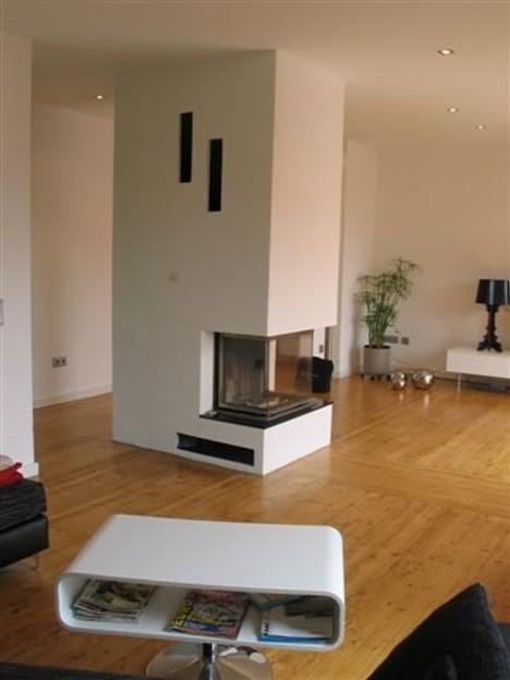 Schlichter Panorama-Kamin (57/40/60/40) mit Granit-Feuertisch und U-Glasbodenplatte, 2004