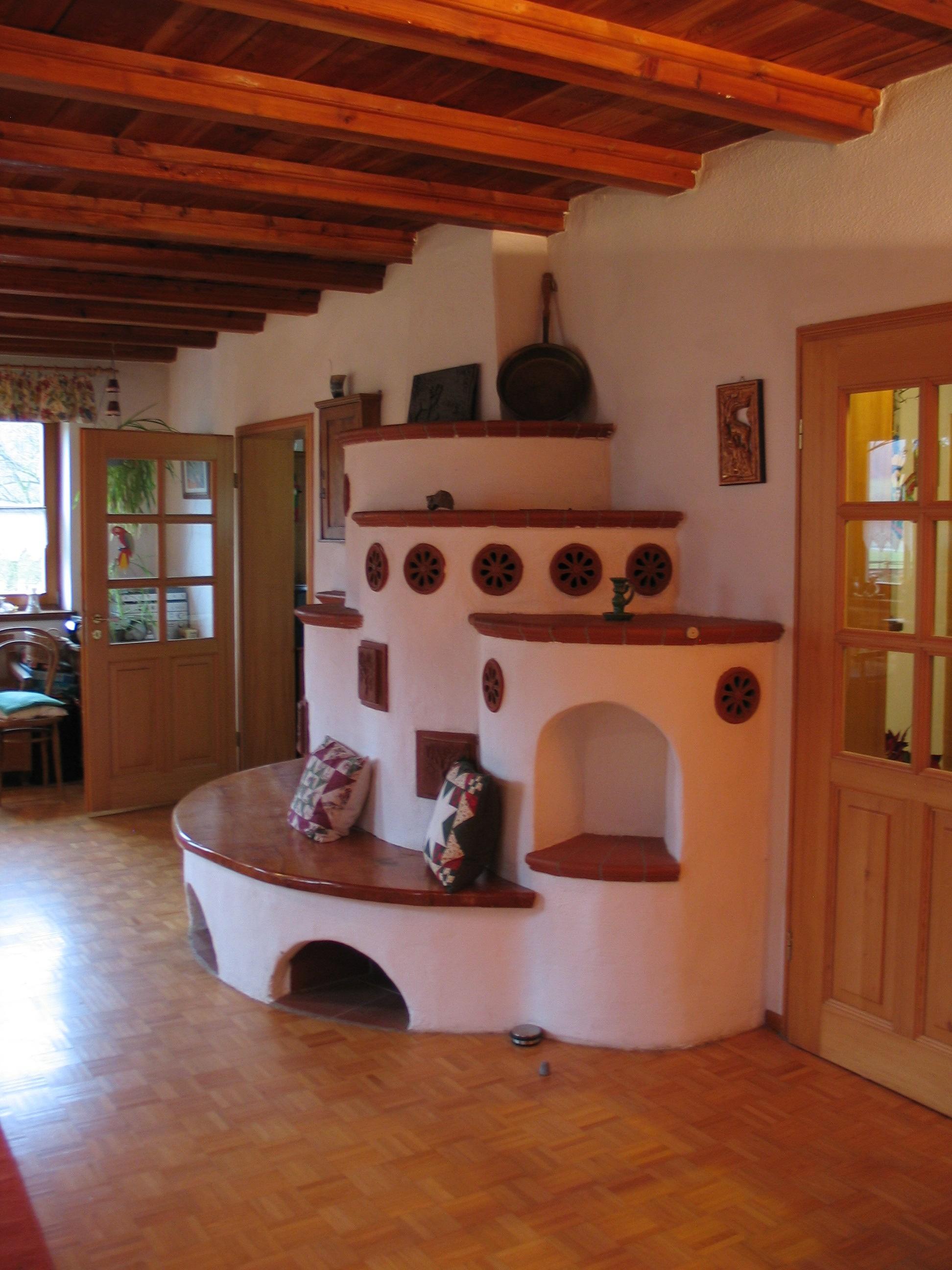 Kombiofen über 3 Räume mit Warmluft-Leitungen ins OG; TerraCotta-Stufen mit Wunsch-Motivkacheln (Sommerbäume, Winterbäume); 1992