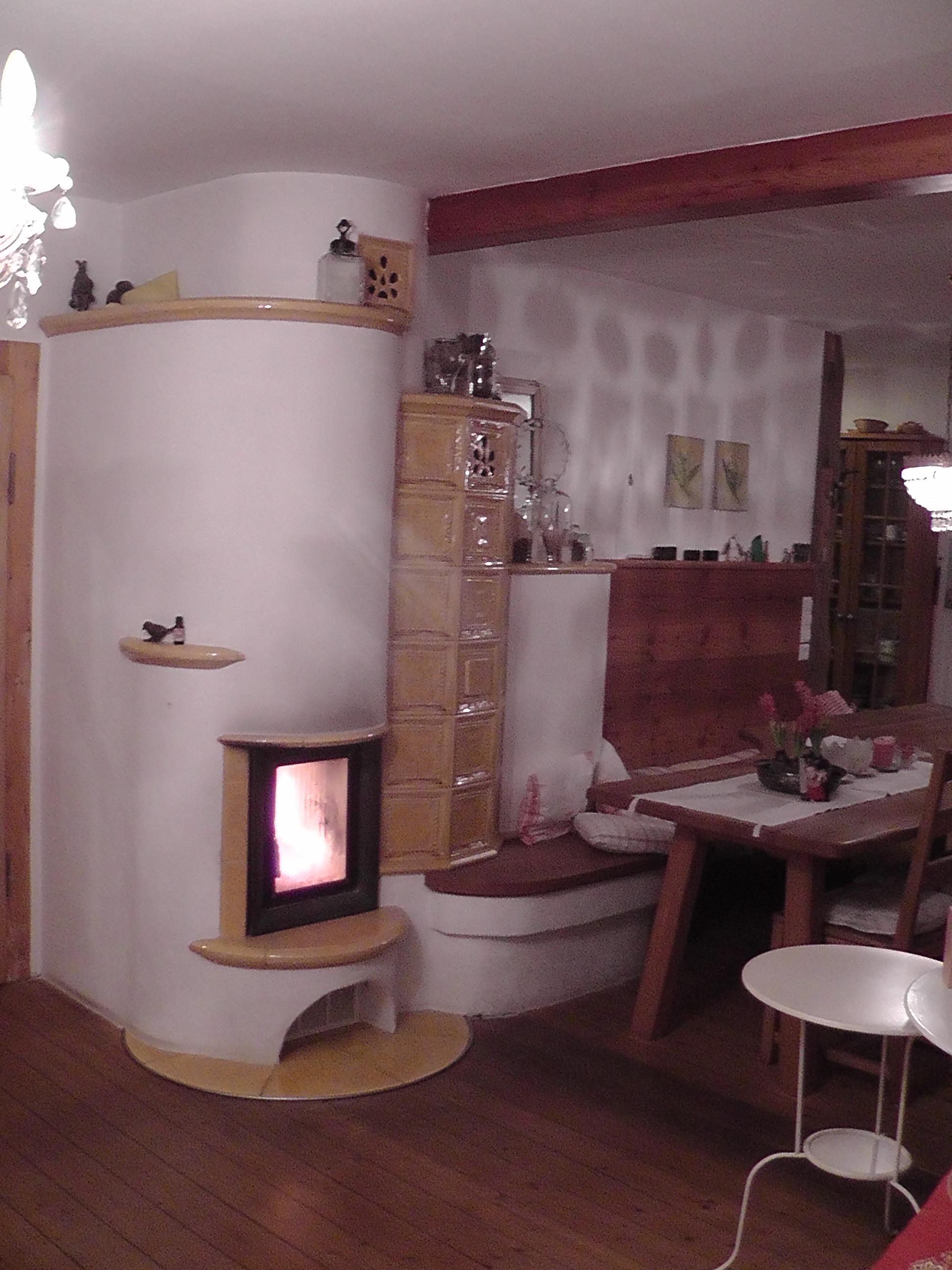 Wegen mangelnder Wasserleistung, Ofen-Umbau auf zuschaltbares Heizwasser (HKD 4 w mit Durchheiztür,  Aufsatzkessel und EOS), in bestehendem Ofenmantel; Jetzt sehr zufriedene Kunden; 2009